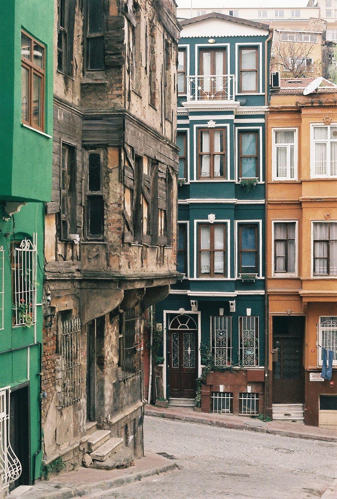 https://flic.kr/p/iGYjpT | Balat | Minolta x700 f/1.4 TUdor200 Fener-Balat/Istanbul