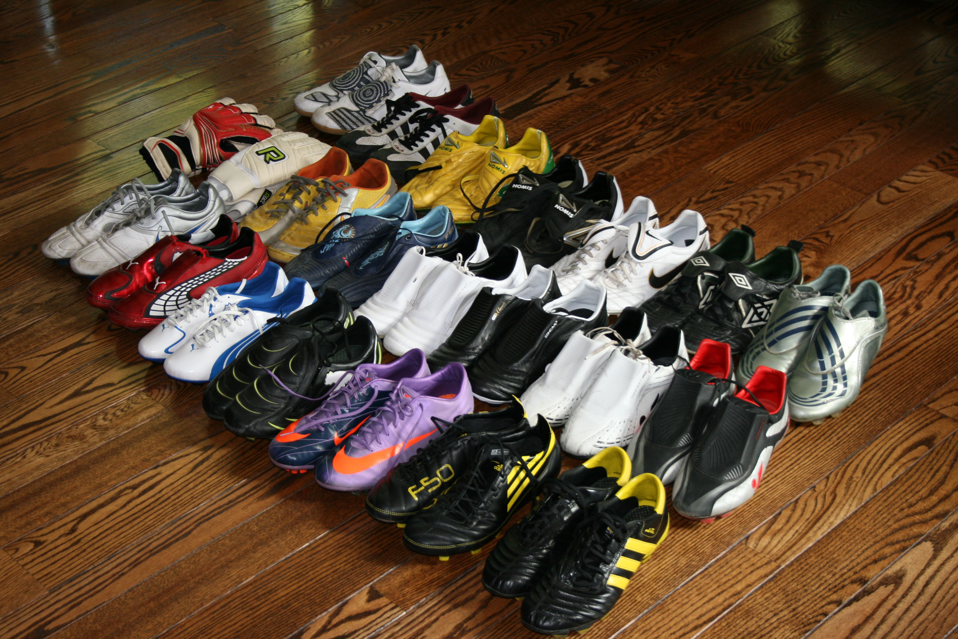 athletic sneakers top football shoes
