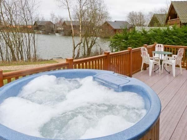 Holiday Lodge In Tattershall With Shared Indoor Pool And Beach Lake Nearby Indoor Pool Lodges With Hot Tubs Pool