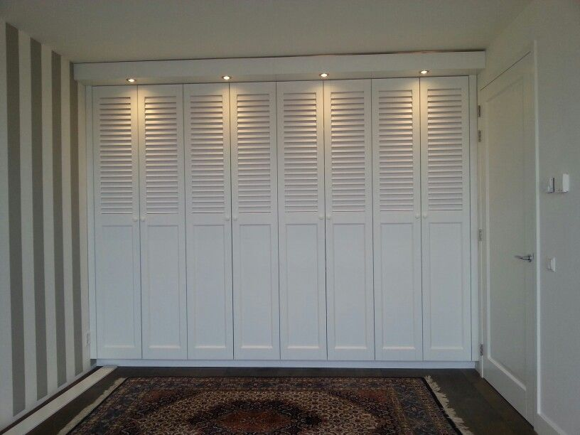 kledingkast met louvre deuren idee n voor het huis. Black Bedroom Furniture Sets. Home Design Ideas