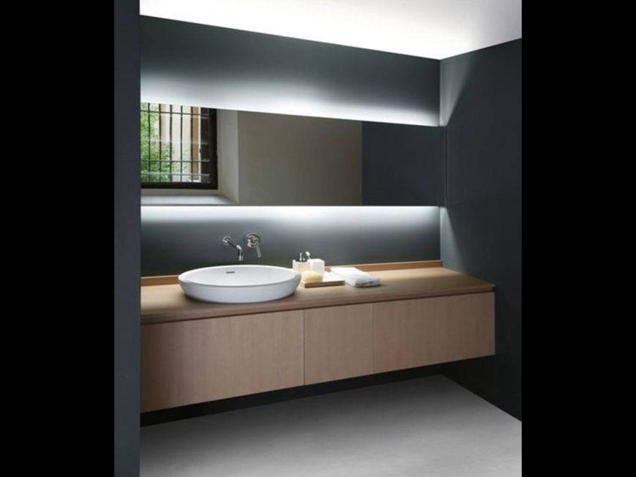 Iluminación indirecta. Baño. Luz.