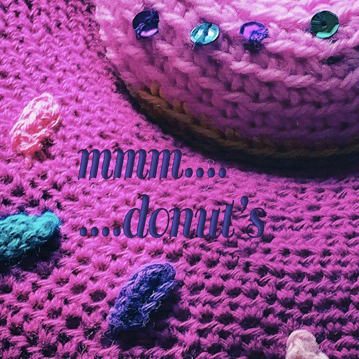 Mmm...un donut! A vos crochets, version coussin ou en accessoire de coiffure Patron gratuit ...