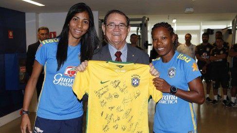 Presidente em exercício visita a Granja Comary - Confederação Brasileira de Futebol