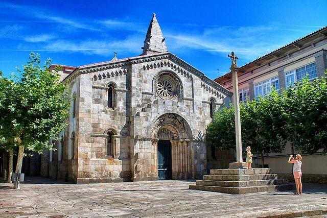 La Colegiata De Santa María Do Campo Casco Antiguo De La Coruña Romanesque Art Romanesque House Styles