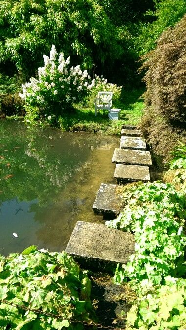 Churchill 39 s seat by the pond chartwell house westerham for Garden pond kent