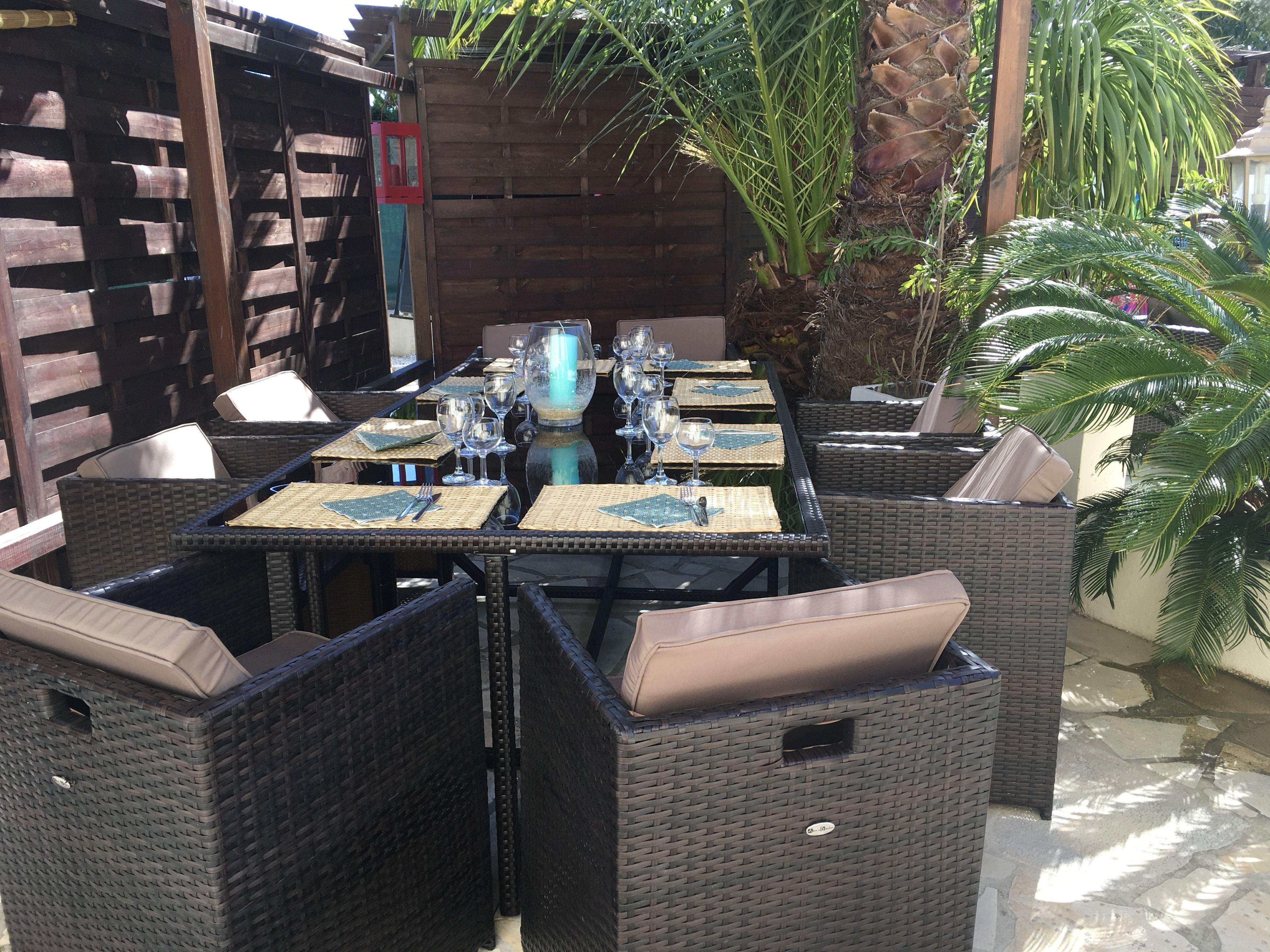 Vasto 10 : Table de jardin en résine tressée encastrable 10 places ...