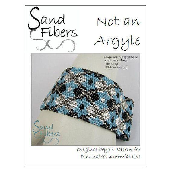 Peyote Pattern  Not an Argyle Peyote Cuff / Bracelet di SandFibers