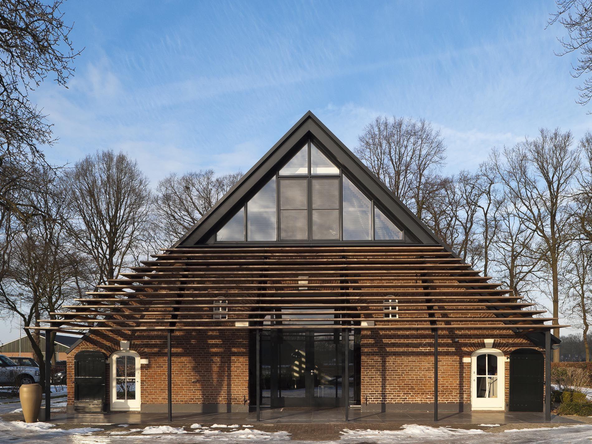 Inspiratie materiaal gebruik dak staldeuren project de warande pinterest modern barn - Ontwerp buitenkant ontwerp ...
