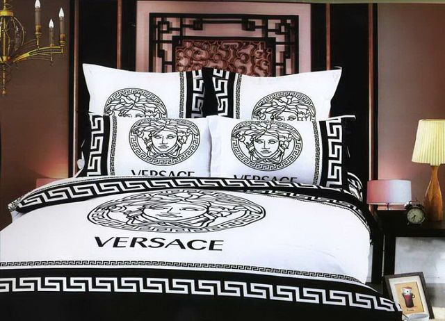 Biancheria Da Letto Versace.Pin By Rosaria Giorgi On Bed Sheets Luxury Bedding Master Bedroom Bed Linens Luxury Luxury Bedroom Master