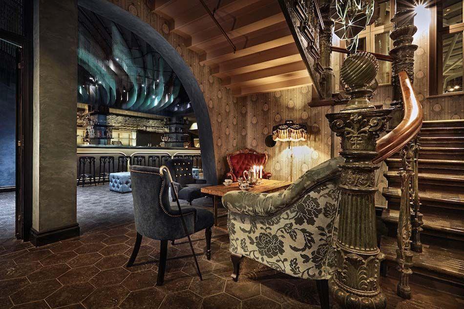 un int rieur de maison la tendance r tro dans l esprit d co steampunk s jour salle. Black Bedroom Furniture Sets. Home Design Ideas