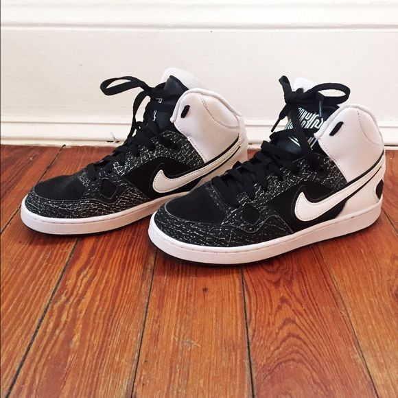 b947fb36f67c Boy s Nike Son of Force Mid Size 6Y Excellent quality! Only ever worn in  the gym