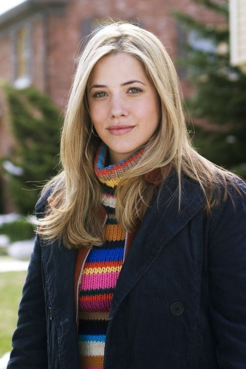 julie gonzalo still from christmas with the kranks - Christmas With The Kranks Full Movie
