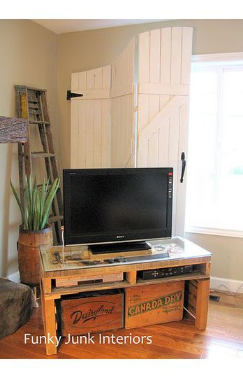 Flat screen tv and diy pallet stand  wouldn   mind the old school crates underneath either soo rad also inspired furniture designs idee per arredare pinterest rh
