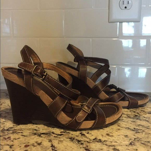 Sandals shoes size 5 missimo leather upper Sandals shoes size 5 missimo leather upper Mossimo Supply Co Shoes Sandals