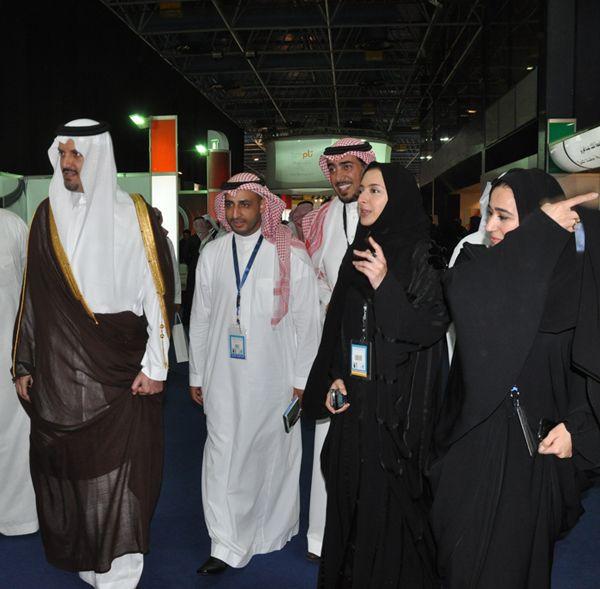 جولة صاحب السمو الملكي الأمير سلطان بن خالد الفيصل في معرض شباب الأعمال الخامس 2012م Fashion Academic Dress Dresses