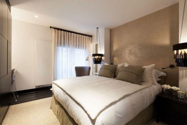 kleines schlafzimmer farben weiß beige schwarze ...