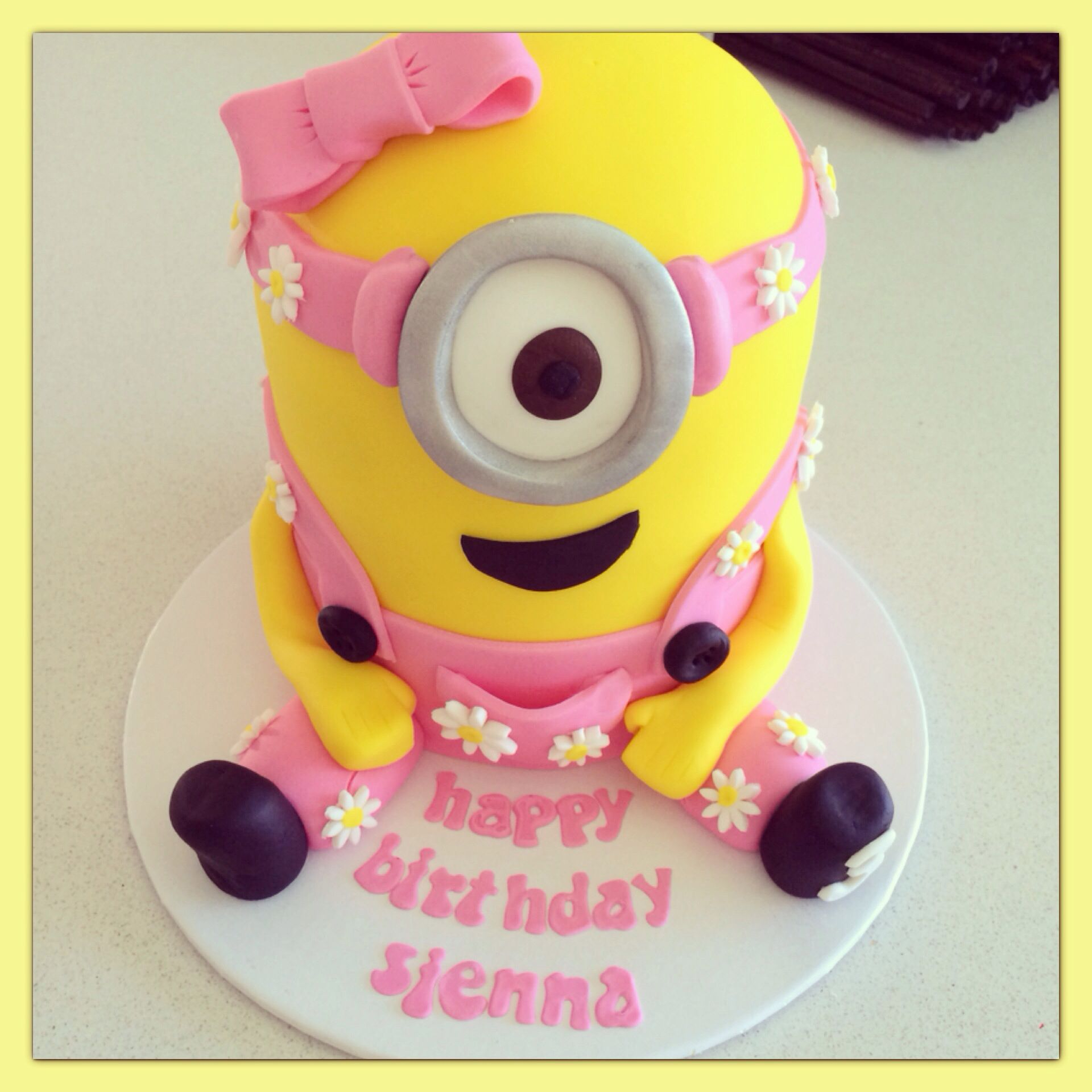 girl minion cake - Google Search Minion Pinterest ...
