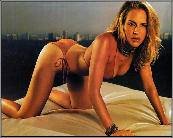 julie-benz-sexy-naked-nude-ladies-with-glasses-gif