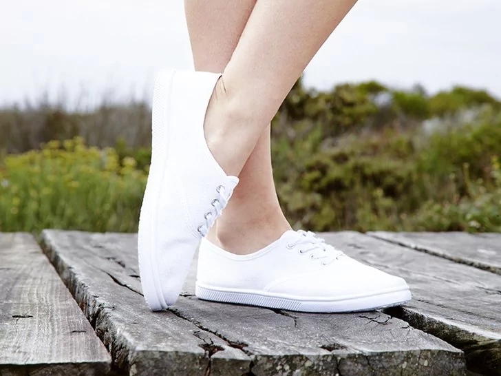 8 Cara Memastikan Sneakers Putihmu Tetap Putih Dengan Gambar