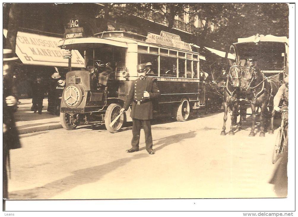 Reproduction Autobus Et Agent De Police Paris 1900 En Vente Sur Delcampe Carte Postale Police Paris 1900