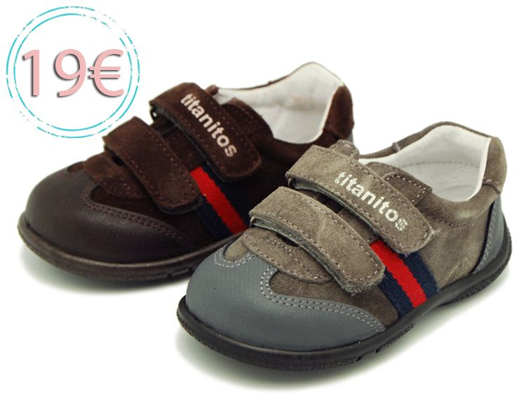 Tienda online de calzado infantil Okaaspain. Zapatilla de piel y serraje  con doble velcro. 54ddab06d3d