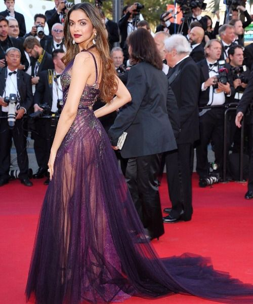 Day 1 2 15 Stunning Looks Of Deepika Padukone At Cannes 2017 That Can Swoon Anyone Beautiful Bollywood Actress Bollywood Actress Hot Photos Deepika Padukone Bikini