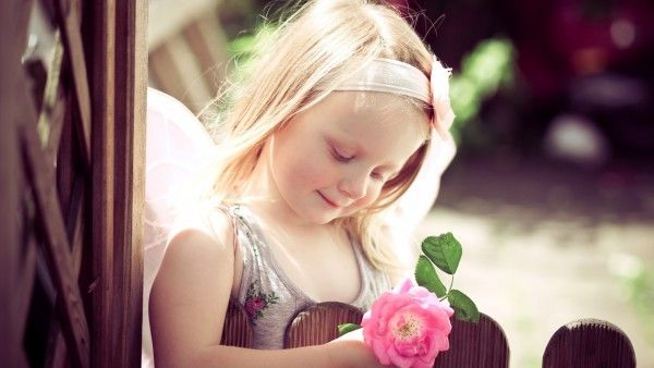 Baby Girl With Pink Rose Flower Rich Desktop Nature Wallpapers Sweet Baby Photos Cute Baby Girl Wallpaper Baby Girl Wallpaper