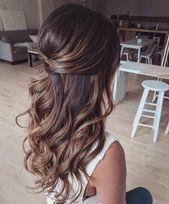 39 Wunderschöne Half Up Half Down Frisuren – Fabmood | Hochzeitsfarben, Hochz…