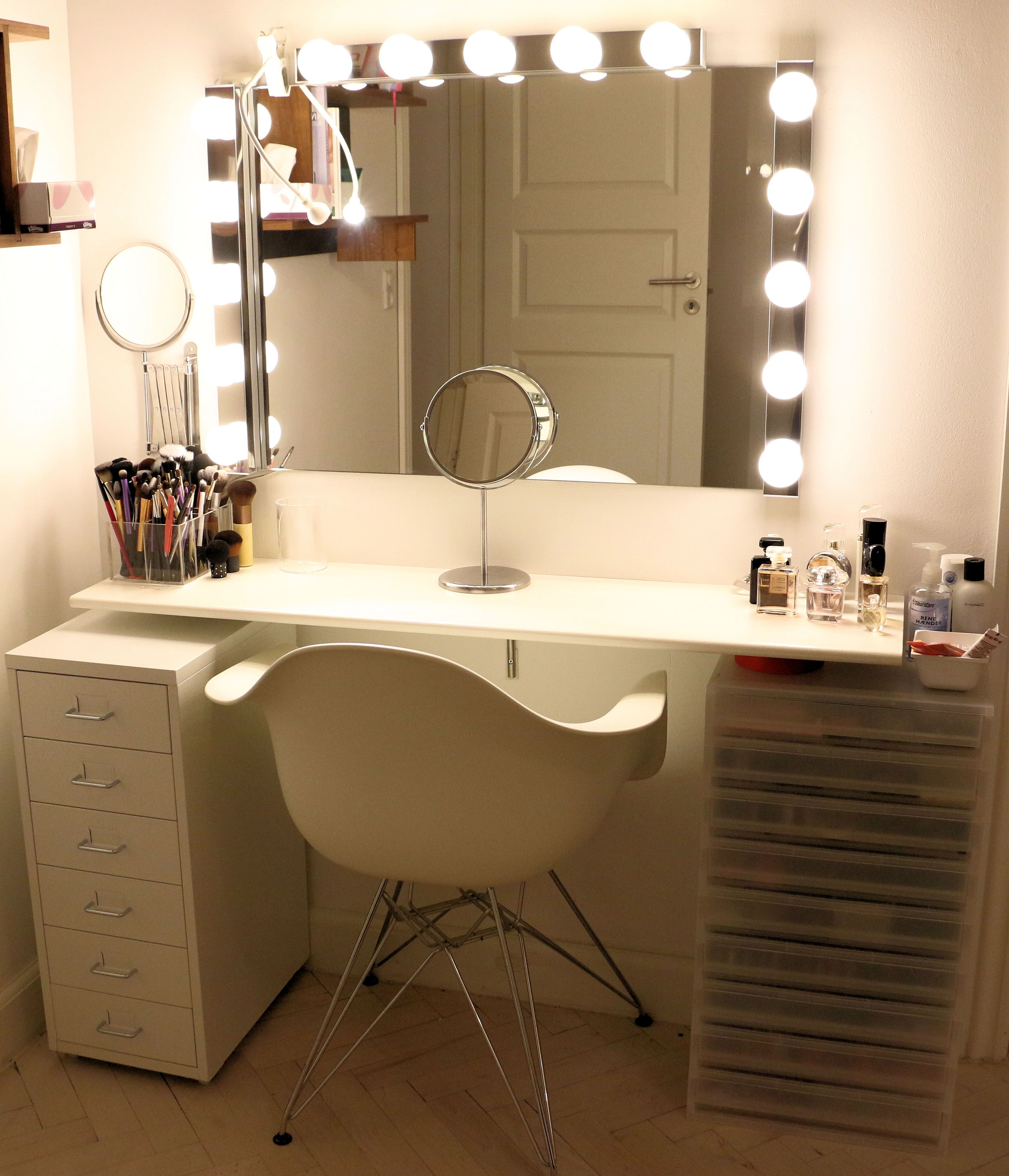 Vanity, dressing table, makeup station www.achtungbeauty