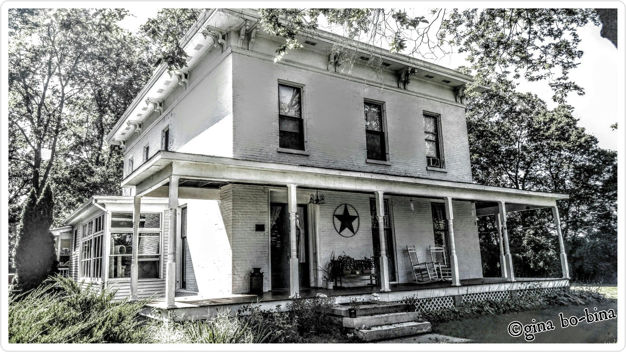 Pre Civil War House Widows Walk Is The Upper Room With The Windows It Oversees The River The Wives Would Wait In The Widows Mansions House Built Widows Walk