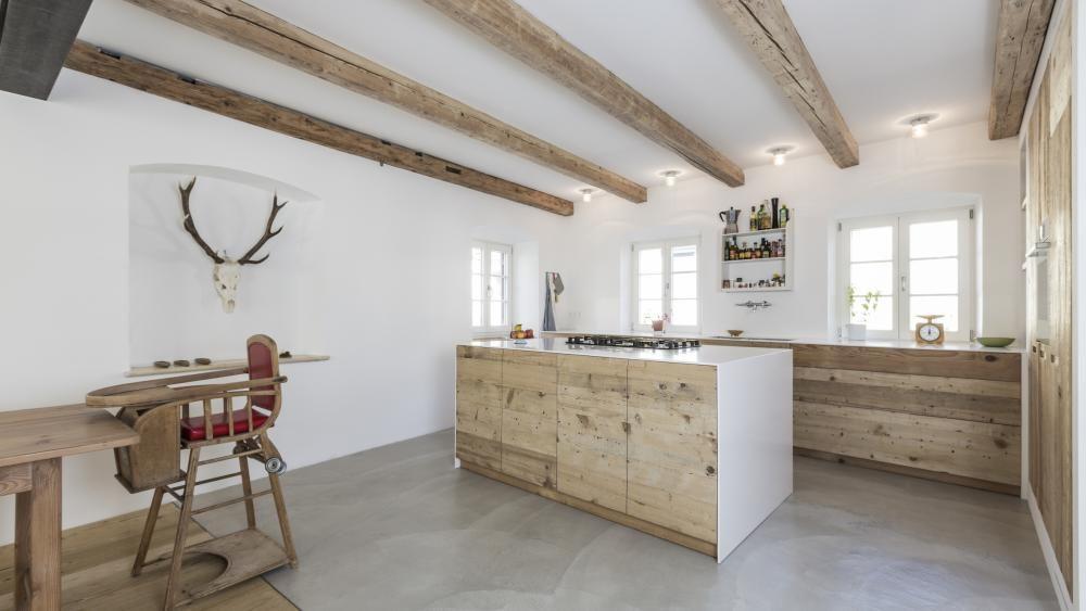 Küchenfronten und Boden aus den bei der Renovierung geborgenen - küchenarbeitsplatte aus beton