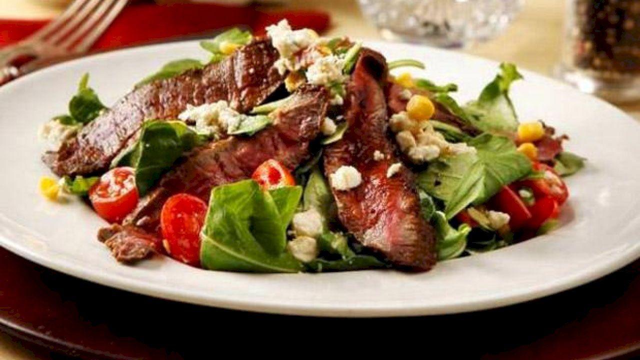 ما هي تتبيلة اللحم المشوي Flat Iron Steak Cooking Meat Steak Salad