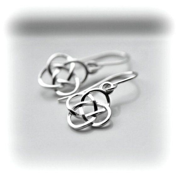Keltische knoop oorbellen zilveren Dangle Oorbellen door Blissaria