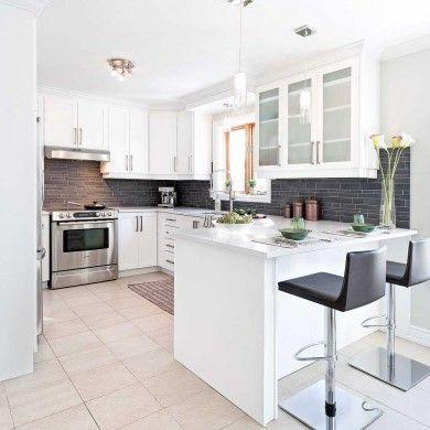 Une cuisine relookée en surface | Kitchen refacing, Kitchen ...