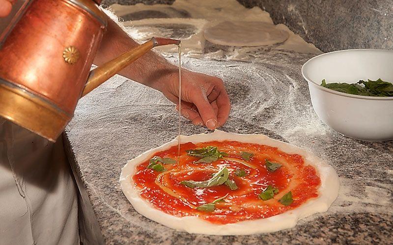 La tradizionale pizza napoletana a Capri ... #Wonderfooditaly #FrancescoBruno