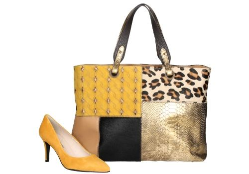Zapato de color maíz junto a bolso con estampados. Ideal para looks casual