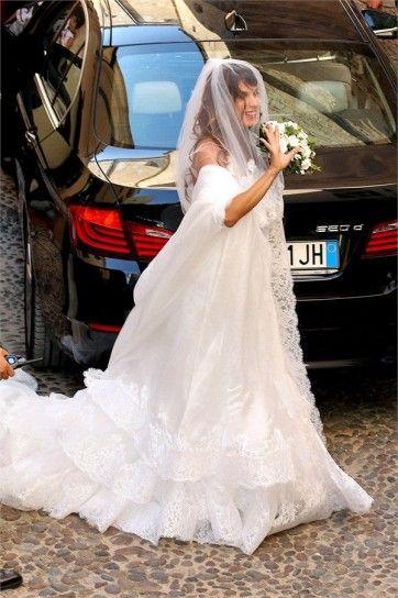 20a7e12b8b57 L abito da sposa di Elisabetta Canalis e i look dei vip al matrimonio
