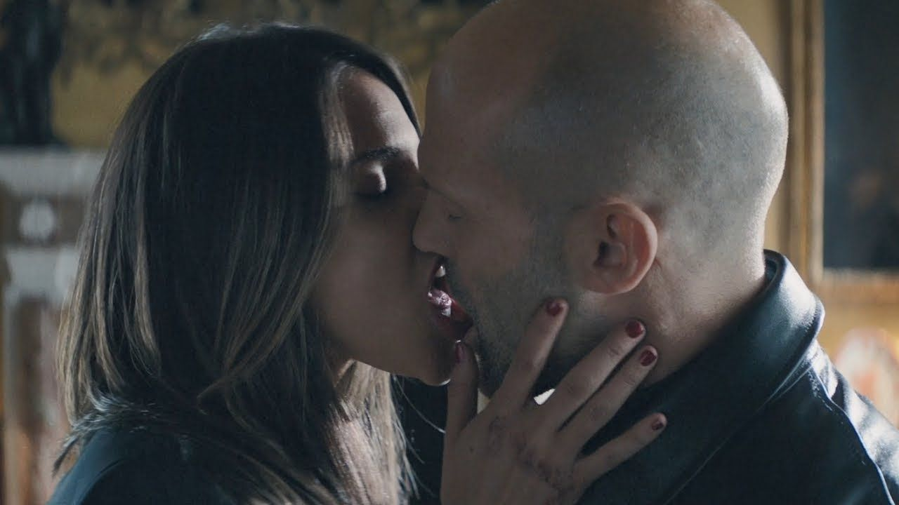 Hobbs Shaw Jason Statham With Eiza Gonzalez The Kiss Scene مترجم للعربية Youtube Jason Statham Statham Eiza Gonzalez