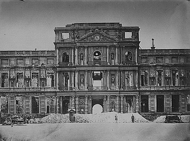 Palais Des Tuileries Le Pavillon Central En 1871 Apres Les Combats Entre Versaillais Et Communards Palais Des Tuileries Tuileries Paris Commune De Paris