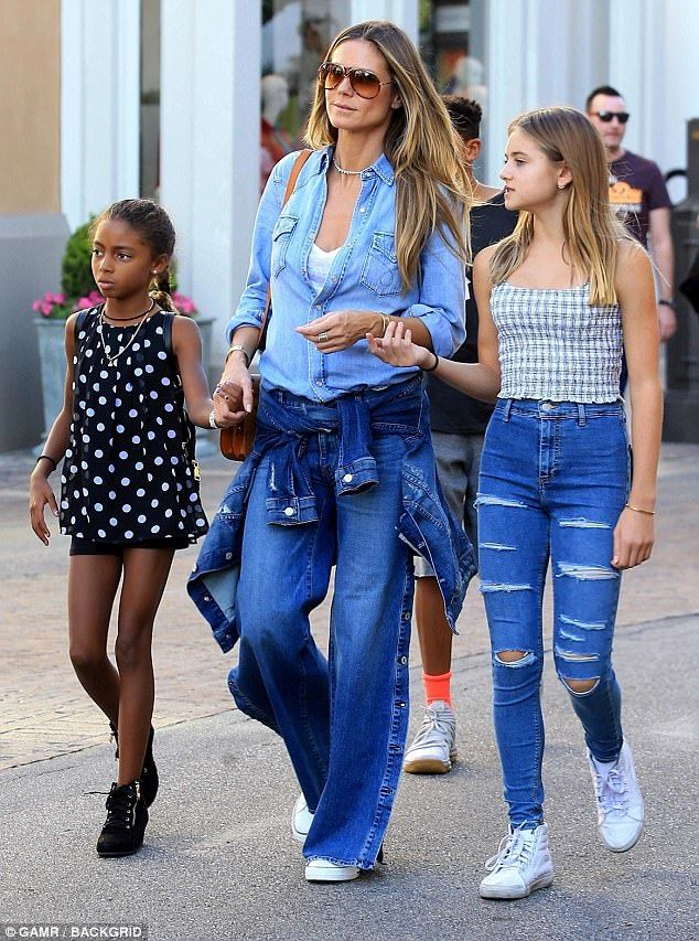 23d0b7899bbf7 Fashionistas: Heidi Klum took her equally stylish daughters Lou and Leni to  The Grove shopping mall in Los Angeles on Sunday