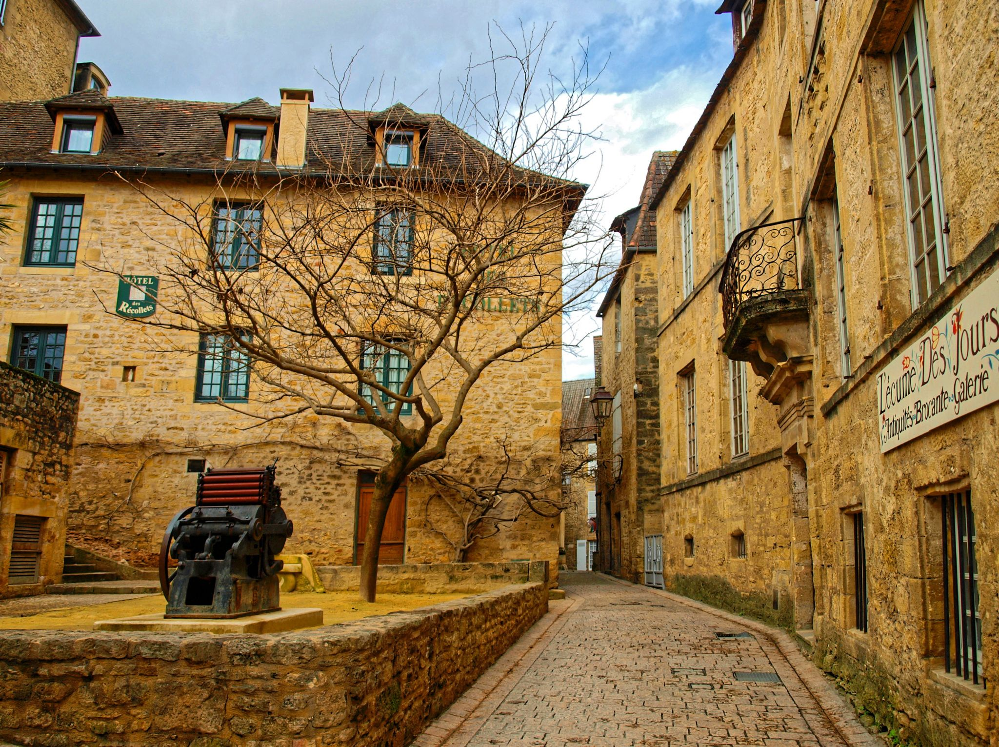 Sarlat-la-Canéda - One of the more attractive medievale commune in province of Dordognein South-western France. - image:  Marc Benedetti
