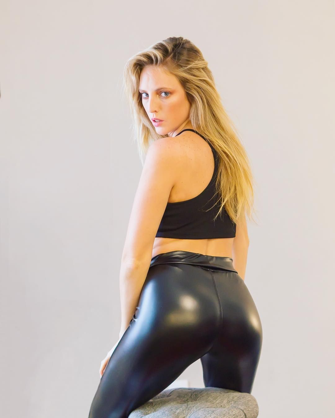 "a651b0c3dbf467 Jason Graph on Instagram: ""Damn!! 😉! . . . . . . . . . . . . . . . . . .  #shinyleggings #shinylegs #leggings #leggingsarepants #wetlook # wetlookleggings ..."