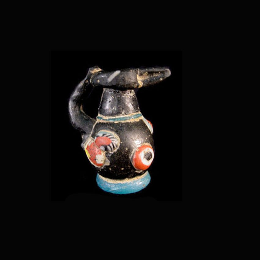 An early Islamic glass bead in the form of a bottle.Price:US $5,000.00 Height: 2.8 cm