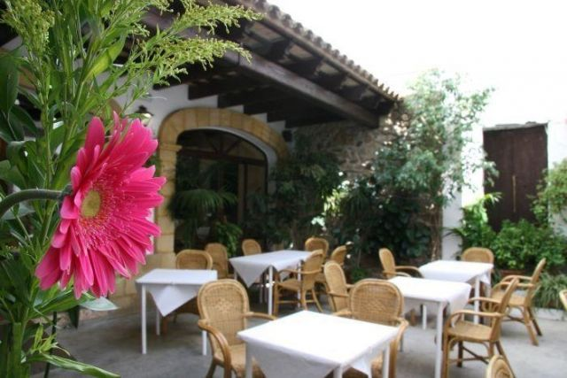 Hostal Torre de Guzmán - 2 Star #Guesthouses - $44 - #Hotels #Spain #ConildelaFrontera http://www.justigo.in/hotels/spain/conil-de-la-frontera/hostal-torre-de-guzma-n_7076.html