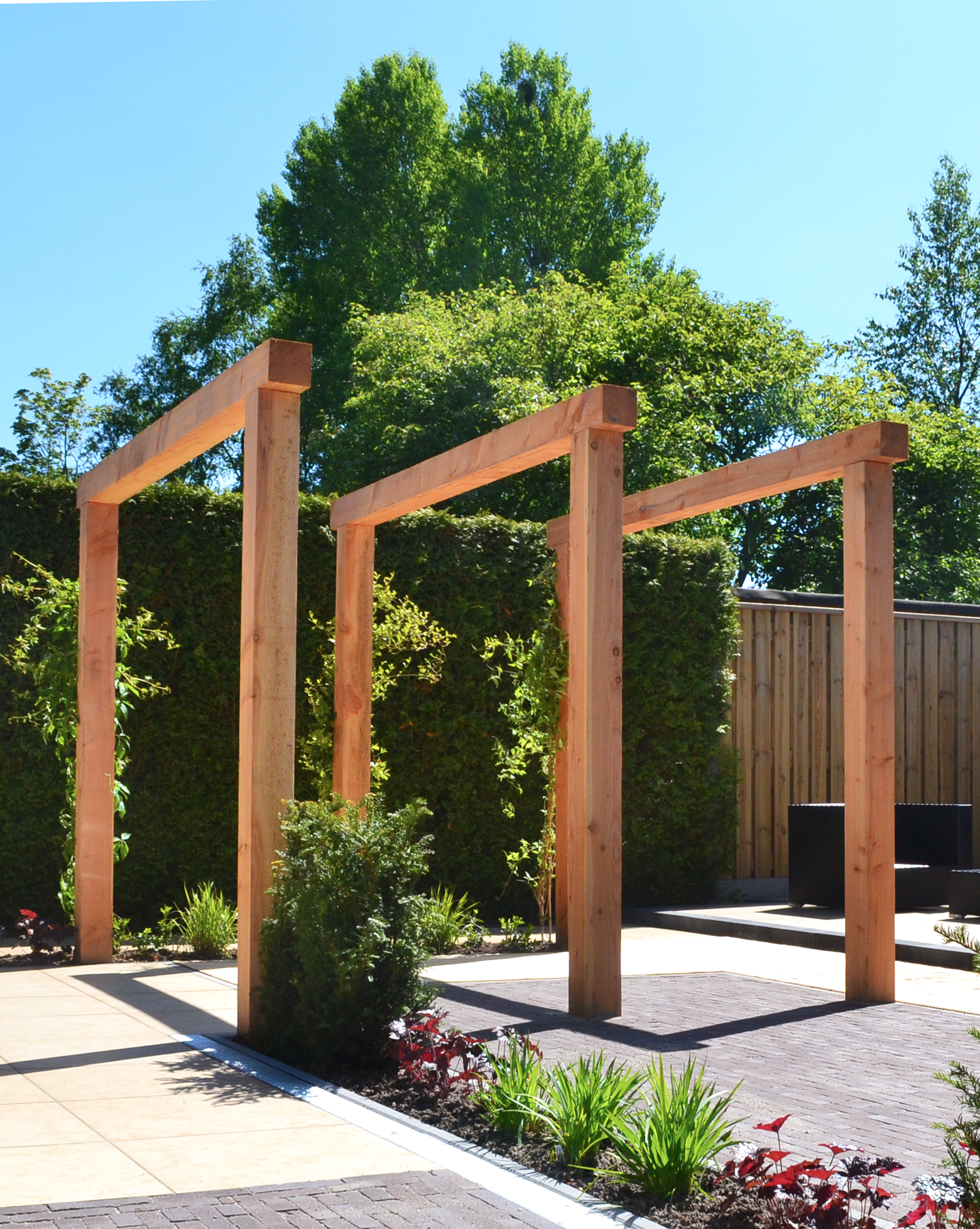 houten pergola van lariks douglas hout in moderne tuin tuin in 2019 pinterest tuin tuin. Black Bedroom Furniture Sets. Home Design Ideas
