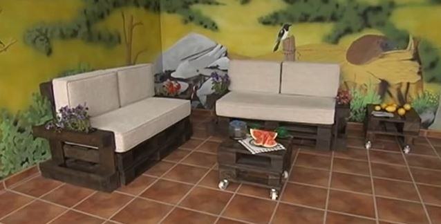 Pallet Sofa Couch Spanish I Guess But A Very Good Videotutorial Sofa De Pale Mobiliario Bricolage