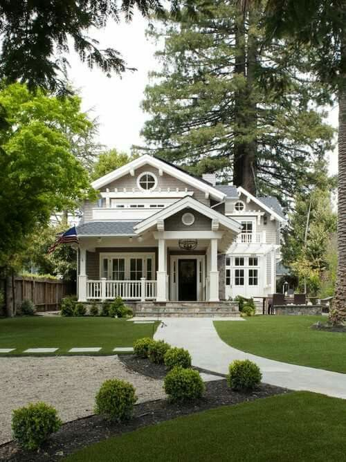 Cute exterior  and front yard