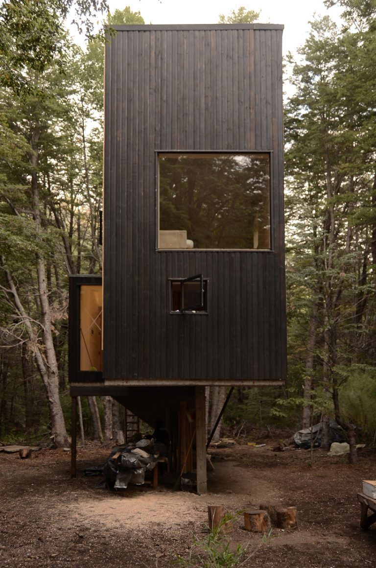 949e55e710 DRAA nestles a charred timber cabin in the woodlands of chile | Ödev ...