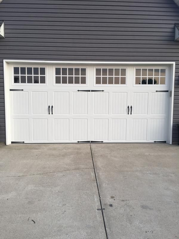 Amarr Classica 2000 White Carriage House Garage Door Multiple Options Sam S Club In 2020 Garage Door House Carriage House Garage Doors Garage Door Styles