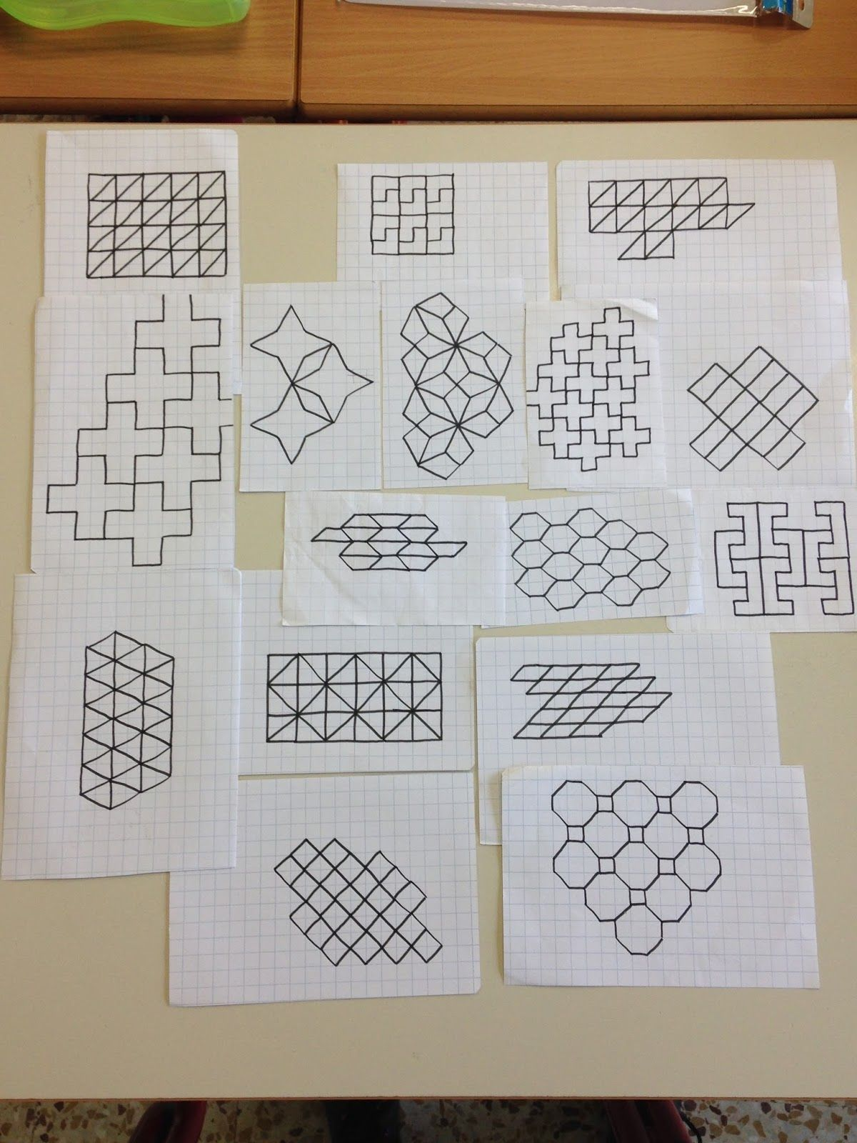 Risultati immagini per cornicette a quadretti di - Indietro a scuola foglio da colorare ...